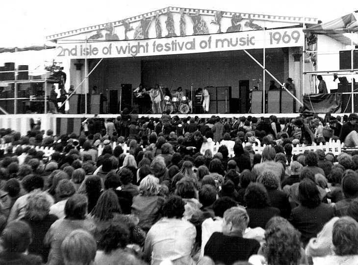 8de9e72b053d7b322c8bf23ab4b4db52--woodstock-concert-isle-of-wight-festival